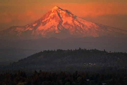 mounthood mounttabor pdx portland pnw pacificnorthwest landscape alpenglow lastlight sunset summer snow cascademountains volcano nature outdoors canon sigma18250mmf3563dcmacrooshsm sl1 oregon