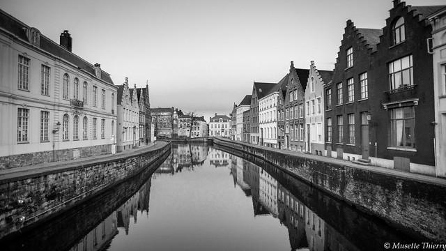 Oublions les couleurs. Bruges