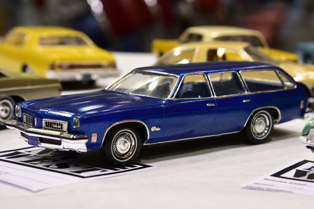 1970s Oldsmobile Wagon | NNL West 2018 Model Car Show Santa