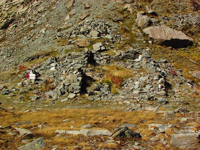 Caserme e ricoveri nella conca dei Tredici Laghi (Prali)