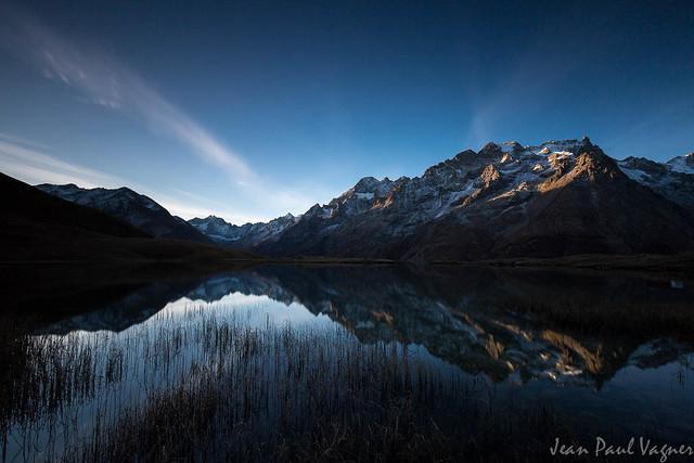 Lac du Pontet face au massif de la meije