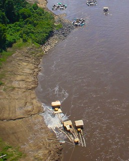 Small scale gold dredging on the upper Barito River, Central Kalimantan, Indonesia
