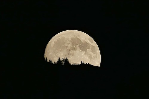 Moonrise over the mountain - Mondaufgang | by aturiaux
