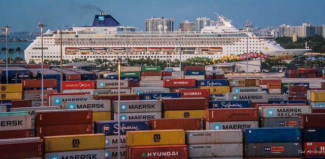 2017 - Regent Cruise - Miami - Container Docks