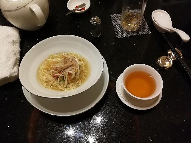 <p>g)麺 中華麺</p>