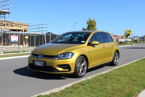 2018 Volkswagen Golf R-Line Photo