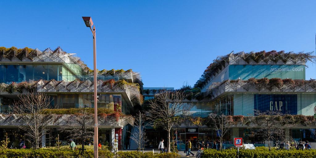 The facade of Tamagawa Takashimaya SC, Marronnier Court (玉川髙島屋S・C マロニエコート)