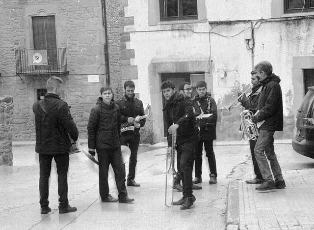 Preparant la banda / Music in standby