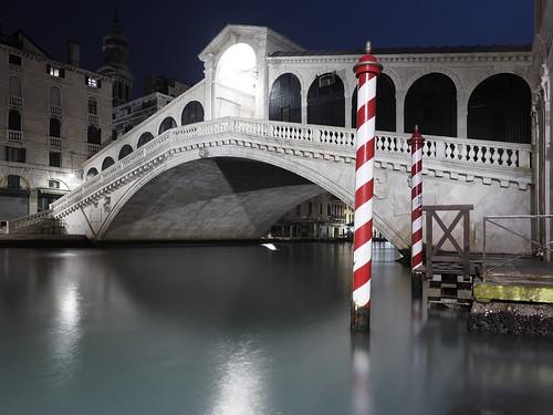 Rialto bridge by night