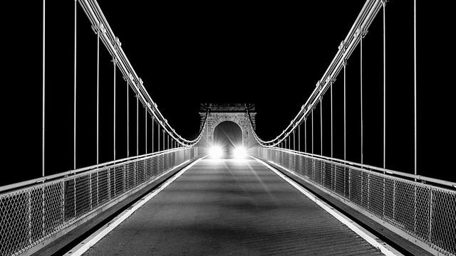 Wellington Suspension Bridge, Traffic.jpg