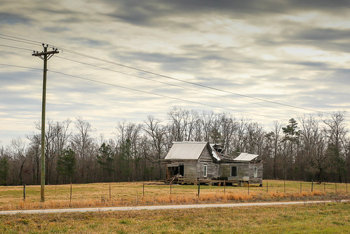 canon 6d sigma 50mm14 art lens upstate townvillesc southcarolina abandoned disappearing vintage deterioating vanishing rural country roads fields hiway rustic southernlife southern america usa landscape home house