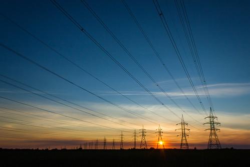 ciel sky sunset coucherdesoleil bleu blue power lines lignesàhautetension électricité electricity mirabel québec 2015 printemps spring nuages clouds gittersteigen gittersteiger