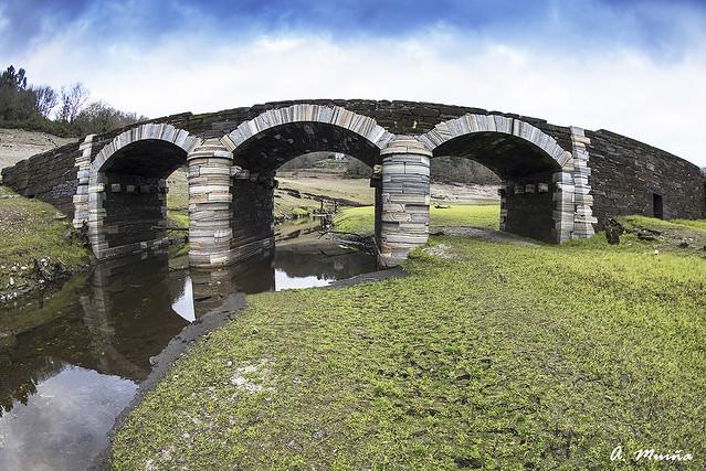 Puente sobre el río Loio