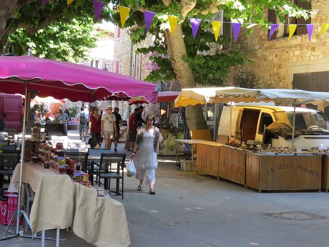 Aiguèze_marché_1