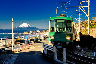 Enoshima Electric Railway 1000 type train on the Shichirigahama beach in Kamakura | by Dakiny