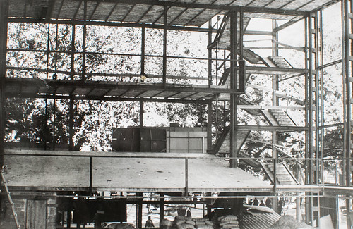 15 octubre 1963 [4] - Empieza la última fase. Ladrillo y cemento van distinguiendo las tribunas, escaleras, plantas...