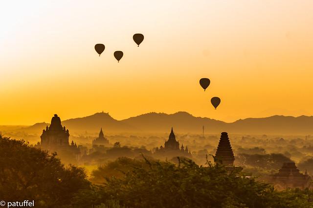 Balloons over the pagodas in Bagan (Myanmar)
