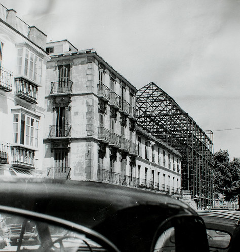 Avanzando... - Desde la calle Tomás Heredia el edificio se dibuja así.