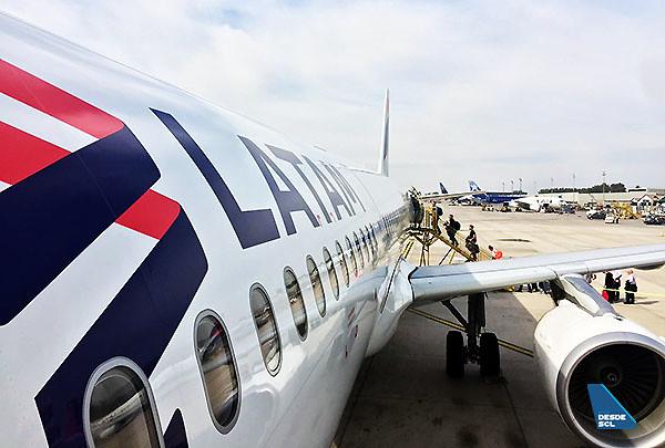 LATAM A321 billboard pax embarque remoto (Gaston Doval)