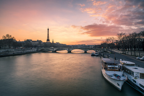 paris eiffeltower seineriver cityline city river boats sweet candy coucherdusoleil sunset sizuneye nikond750 tamron2470mmf28 leefilters longexposure poselongue