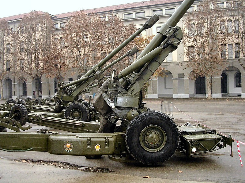 FH-70 155mm Field Howitzer 1
