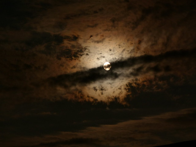 Wolken mit Mond 004