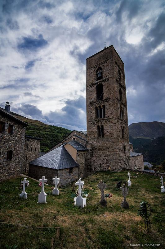 Cementerio de Durro junto a la iglesia de la Nativitat