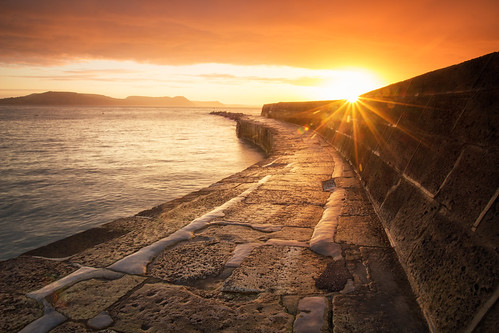 lymeregis thecobb dorset seascape seascapes coast coastline coastal sunrise dawn morning water sea ocean england greatbritain landscape landscapes landscapephotography sunstar canon eos100d efs1585mmisusm eos