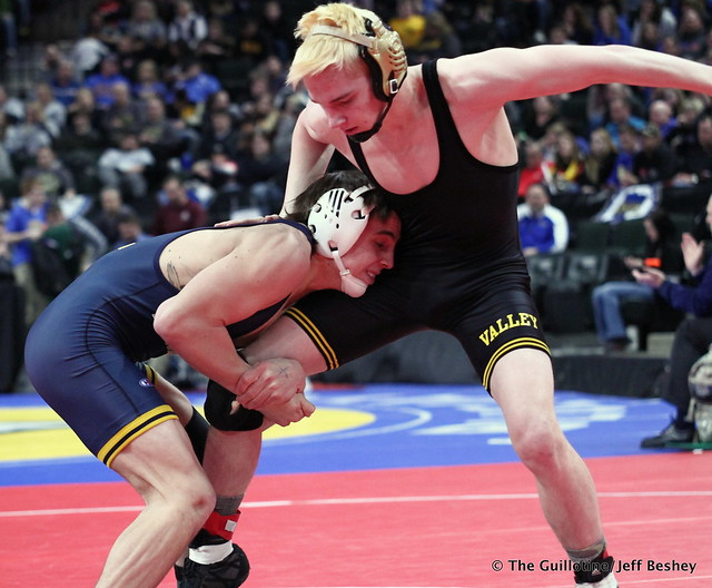 Semifinal - Brady Gross (Apple Valley) 43-8 won by fall over Curtis Lemair (Prior Lake) 39-4 (Fall 4:20). 180303AJF0271