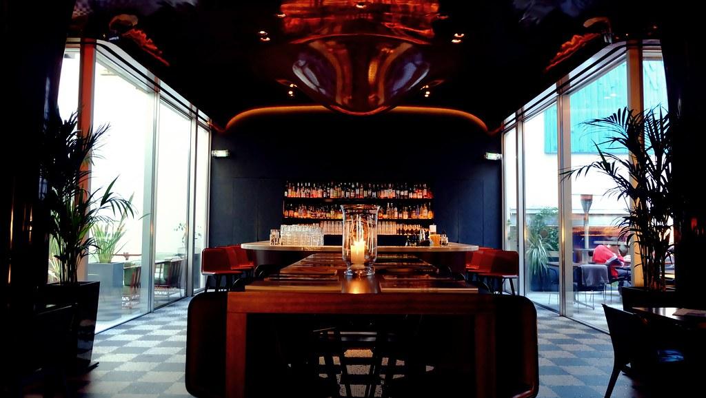 Le Bar At La Salle A Manger Les Bains Paris Le Bar Loca