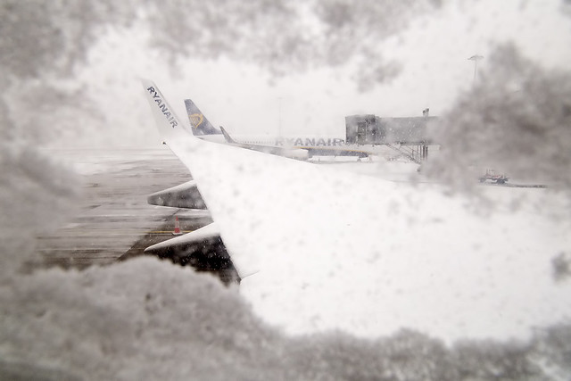 EI-DYO Ryanair B737-800/WL Winter Conditions on the Ground London Stansted Airport