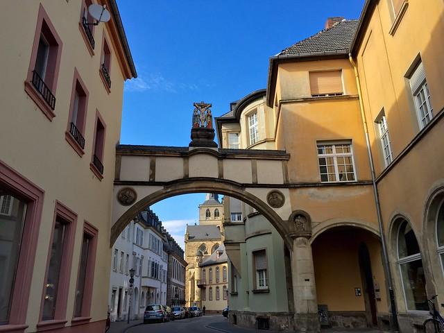 Torbogen Liebfrauenstrasse mit Blick zum Dom