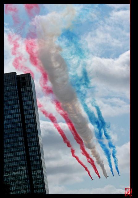 14 juillet 2015 : la drapeau tricolore dans le ciel de Paris