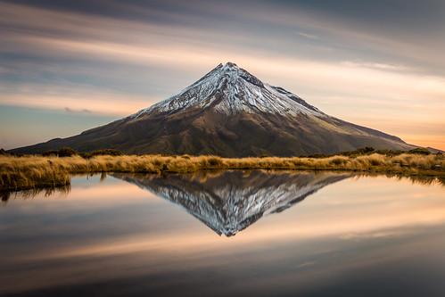 mountain reflection lake tarn sky pouakai newzealand canon