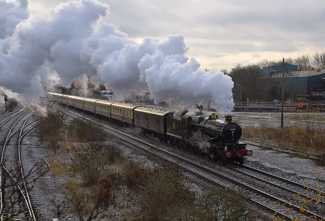 GWR Castle, No.5043 Earl of Mount Edgcumbe hauls a Steam Charter from Tyseley to York, seen here passing through the former Stapleford & Sandiacre Station, on th Erewash Valley Line. 09 12 2017