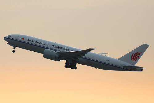 aviation aircraft airplane newyork jfk kjfk kennedy airliner airine jetliner boeing freighter aircargo freight b2094 777 772 77f 777200 777fft airchinacargo airchina triple7 tripleseven sunrise