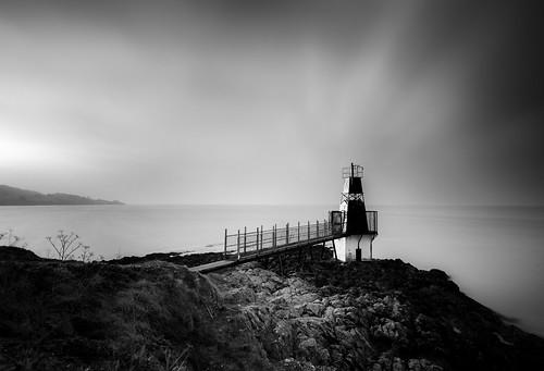 photographybyjuliamartin portishead england unitedkingdom gb batterypointlighthouse mono blackandwhite coastalscene longexposure rocks hss