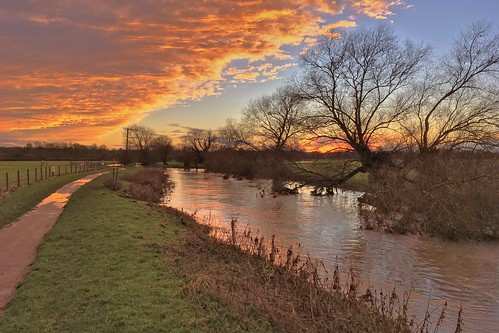 apple iphone se sunset river clouds graet ouse