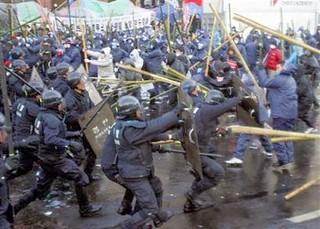 圖03.韓國工人階級的抗爭以強悍著名