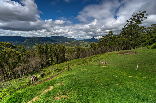 australia clouds darlingdowns grass killarney landscape mainrangenationalpark mountains nature qld queensland scenicrim springcreekmountaincafé trees springcreek springcreekmountain