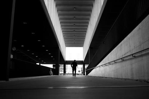 zürich oerlikon sbb trainstation publictransport streetphotography 35mm x100t fujifilm ch switzerland perspective pov pointofview 2017 bw noiretblanc
