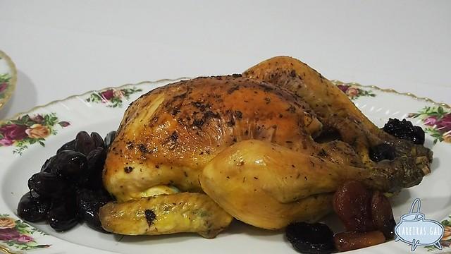 Pollo asado al coñac con frutas secas