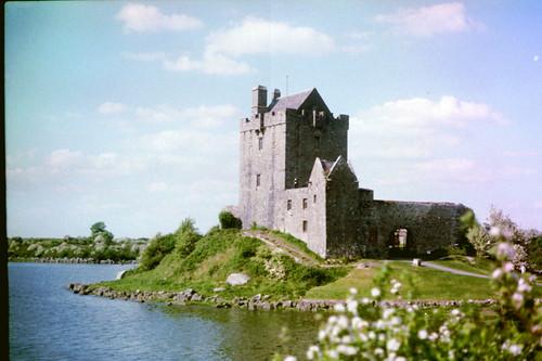 film minoltasrt100 ireland galway countygalway kinvarra dungoryeast dunguaire dunguairecastle castle galwaybay connacht