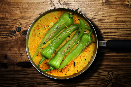 Maalu Miris – Peppers stuffed with spicy potato in a coconut sauce | by yumblog.co.uk