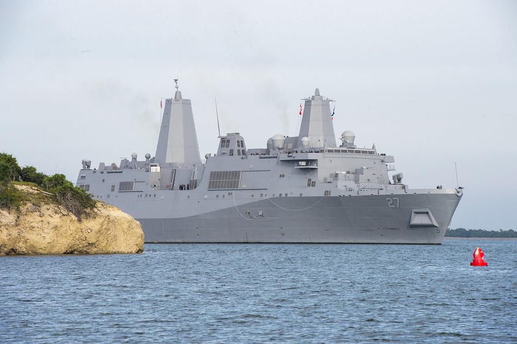 U S  Navy ship pulls into Guantanamo Bay  | GUANTANAMO BAY, … | Flickr