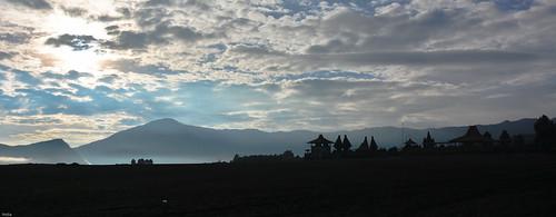 bromo gunung hindu indonesia indonesien java krater poten puraluhur vulcano vulkan crater landscape smoke tempel temple timur volcanic volcaniclandscape volcano sukapura jawatimur id nikon d7100 silhouette