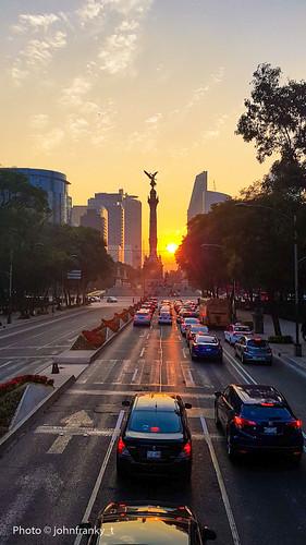 mexico city citta del messico ángel de la independencia langelo dellindipendenza johnfranky t tramonto sunset fari rosso fiori palazzi bus