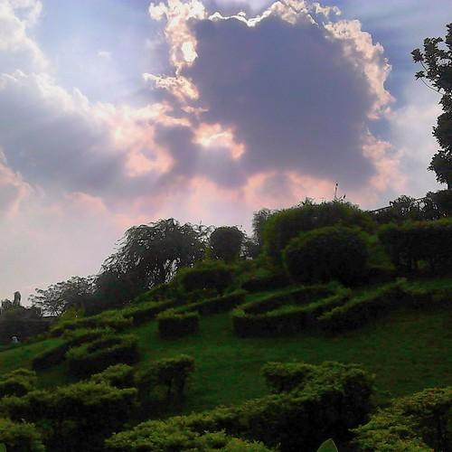 sunisshining sunbehindtheclouds cloudysky beautifulsky sunshine sunlight beautifulsun sunandclouds suncomingout zohaibusmanphotography nature skyisthelimit skyisblue greengrass greenery sunshinelovers