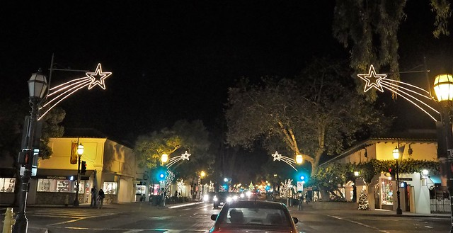 QC230146 Santa Barbara holiday lights tour State St Figueroa crop shad70 clar40