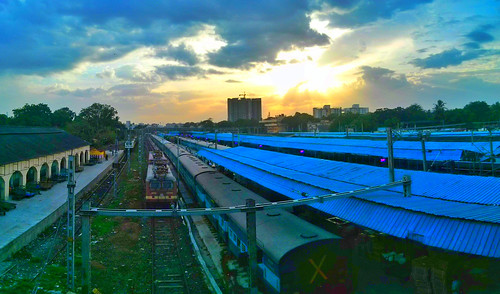sunset station train sunrise madras chennai tamil tamilnadu southernrailway egmore indianrailway mobilephotography egmorestation tamilnadutourism nexusphotography